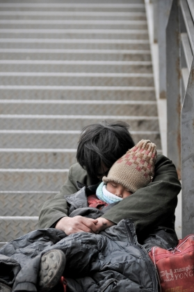 iStock_000015579554_Large_homeless adult and child on street